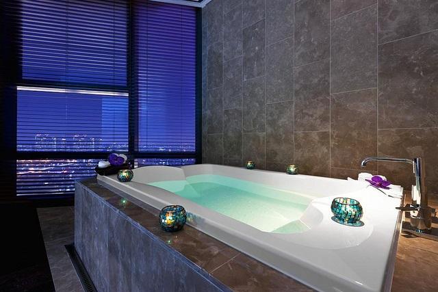 Perhitungan Pemaiakan Water Heater Tenaga Surya Pada Hotel